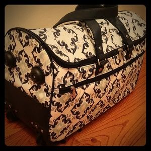 Thirty-one wheels up roller bag